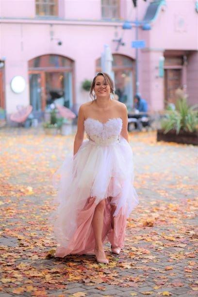 kierrätysmateriaalit vaatteiden mittatilaus ompelimo kierrätys sinivuokko rakkauspuku
