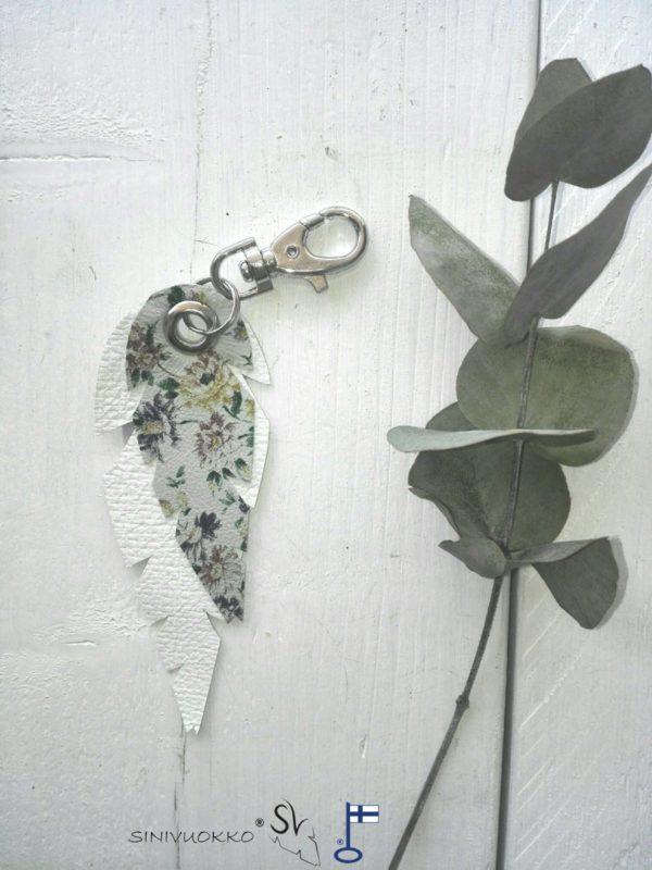 lehti-avaimenpera-valkoinen-kukka-white-flower-keyholder-keychain-handmade