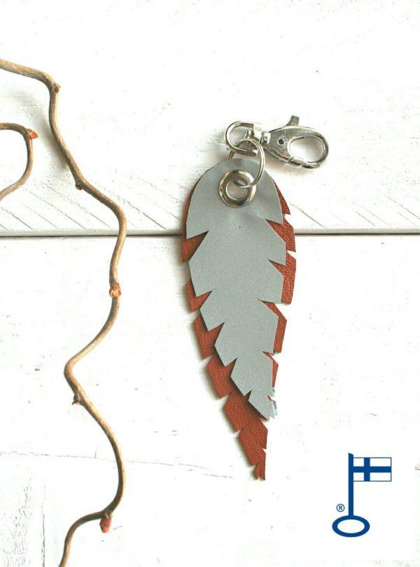 lehti-avaimenpera-heijastin-konjakki-keyholder-keychain-reflector-handmade