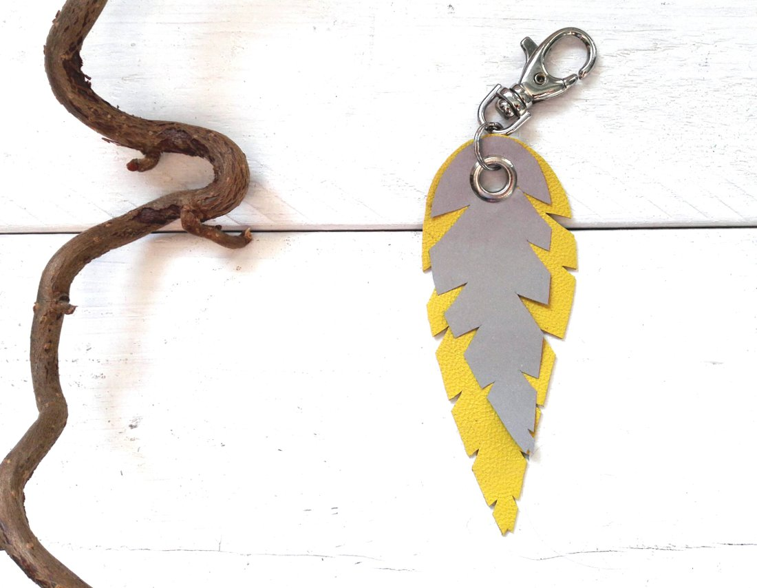 lehti-avaimenpera-heijastin-keltainen-yellow-turquoise-keyholder-keychain-reflector-handmade
