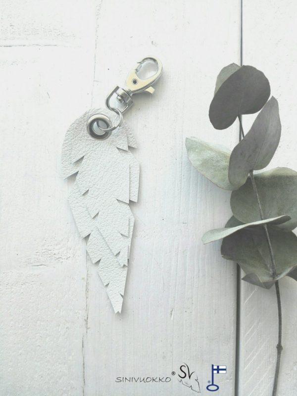lehti-avaimenpera-valkoinen-white-keyholder-keychain-handmade