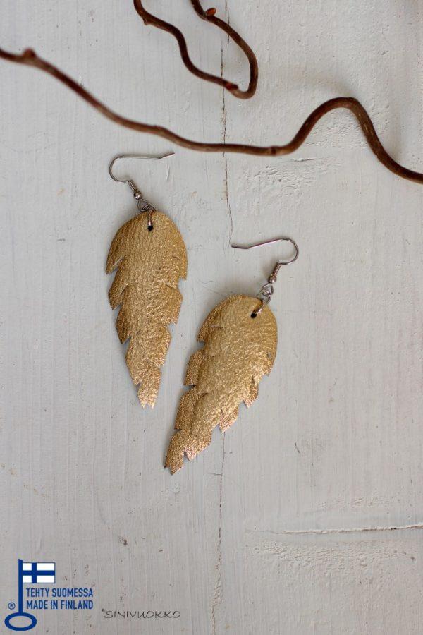 Kulta gold korvakorut sinivuokko kierrätyskorut kotimainen korumerkki lehtikorut sulkakorut boheemi