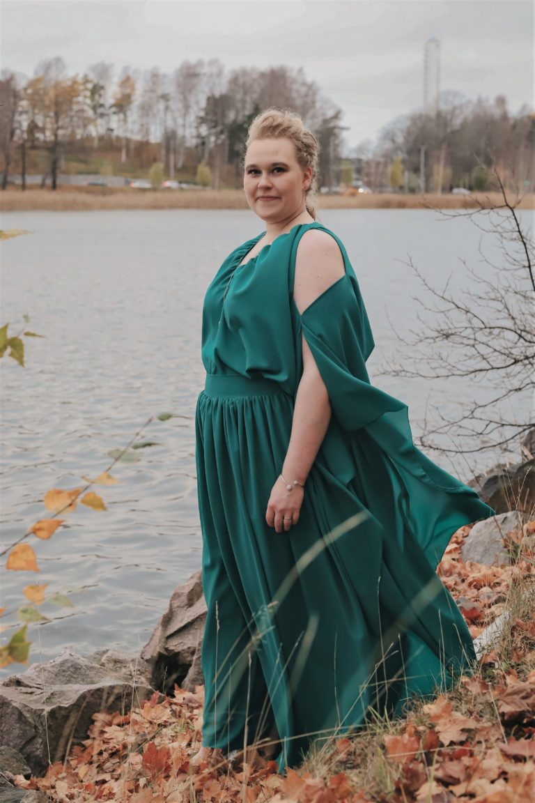 vihreä puku mittatilauksena kaksi osainen housupuku juhlapuku ompelimo design sinivuokko 1
