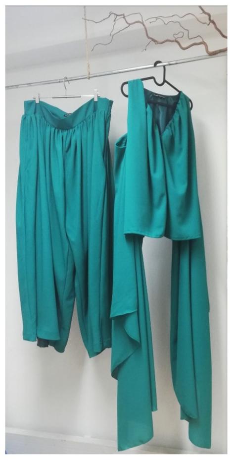 vihreä puku mittatilauksena kaksi osainen housupuku juhlapuku ompelimo design sinivuokko juhla